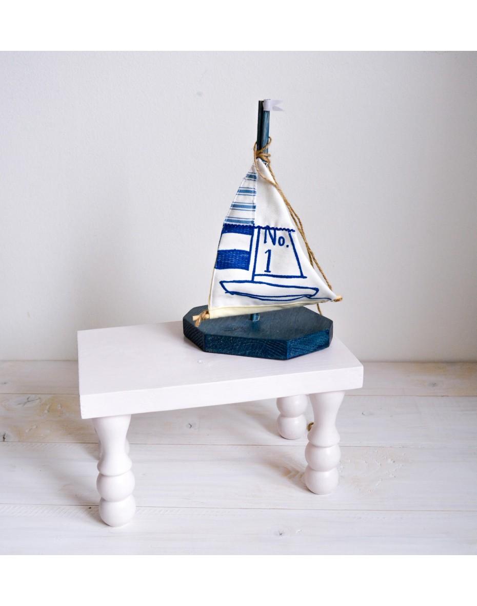 Malá biela stolička 30x20 a 27 cm