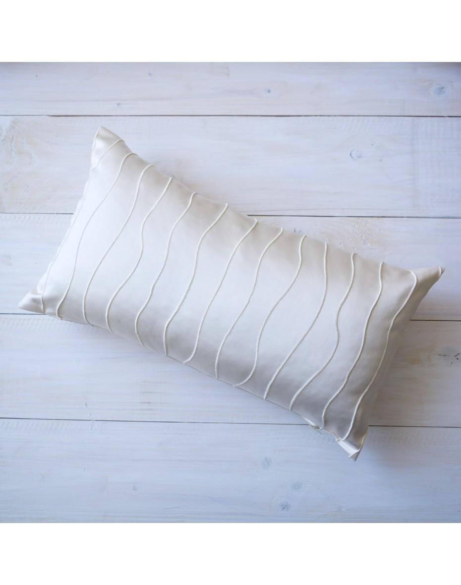 Obrus lesklý  s vlnkami a strapcami 140x30